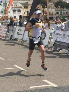 Tovar crossing the finishline in 111Portocolom, where he raced together with one of our other athletes Joeri