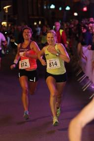 An all saying picture in a half marathon, Gwen sprinting for victory in 1h21'and losing by 4/10of a sec!