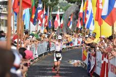 Hans running down to the finishline and crossing the line with a big smile! Thumbs up!