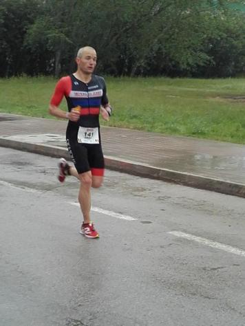 Adrian putting down a fast run in 1h16'